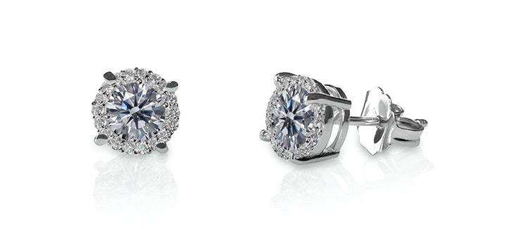 Diamond stud earrnings